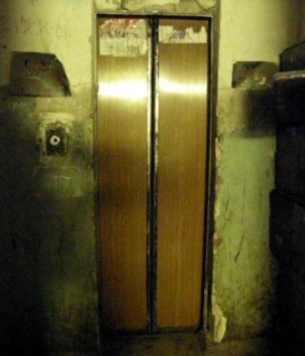 звичайний ліфт в українській багатоповерхівці