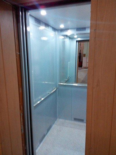 Купе кабины пассажирского лифта, г/п 500 кг. после модернизации