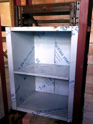 Кабина кухонного подъемника из нержавеющей стали в защитной пленке