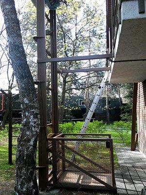 Консольний підйомник для підняття вантажу на балкон
