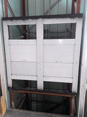 Монтаж спаренных лифтов