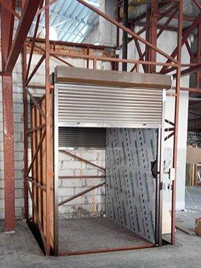 Консольний підйомник з ролетами в металокаркасній шахті с. Тарасівка