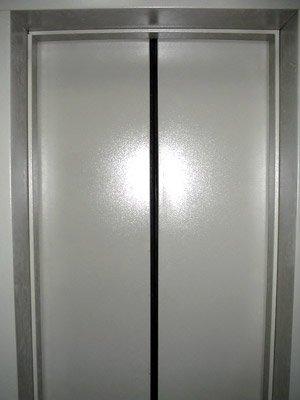 Двери пасажирского лифта