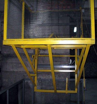 Підйомник складський, платформений
