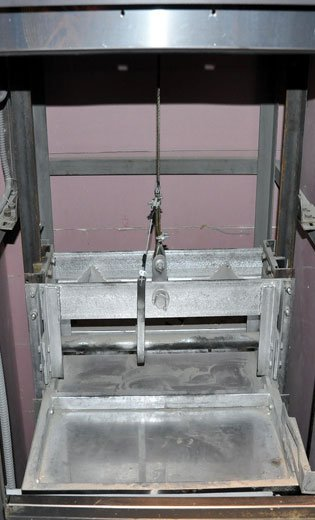 Верхняя балка кабины подъемника с ловителями